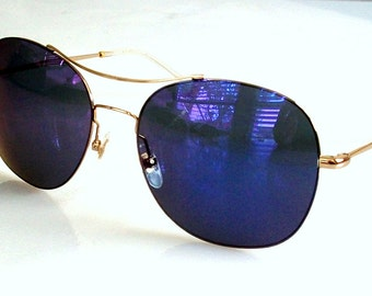 Vintage GUCCI Sunglasses Navy Blue Dark Blue Mirrored Lens Gold Frame in original package, very Light weight.Great Gift, Mint.