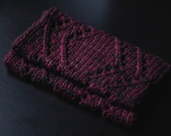 Vaahtera - Short infinity scarf with lace pattern
