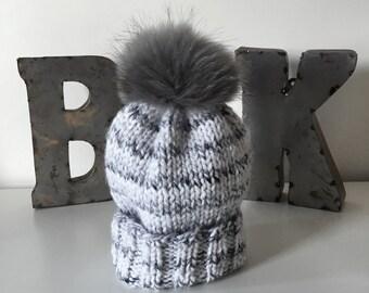White & Grey Marbled Wooly Hat w. Fur POM POM