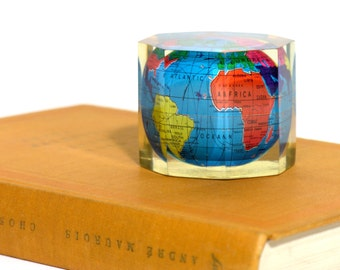 Vintage Map Paper Weight - World Map Paperweight - Resin Inclusion - Made in France 1970 - Retro Map Collectible - Vintage Office Decor