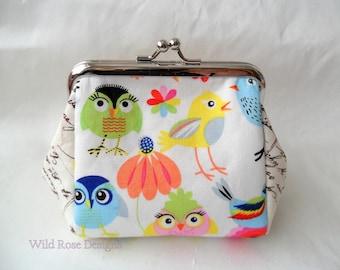 Coin purse in a cute bird print. Kiss lock purse.