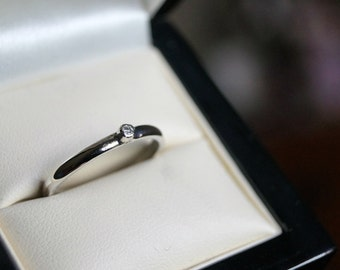 Stjerne - Dainty Diamond Ring