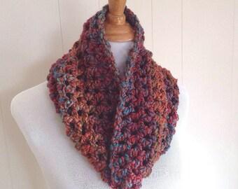Chunky crochet cowl - Circle scarf - Crochet neck warmer - Infinity scarf - Womens cowl