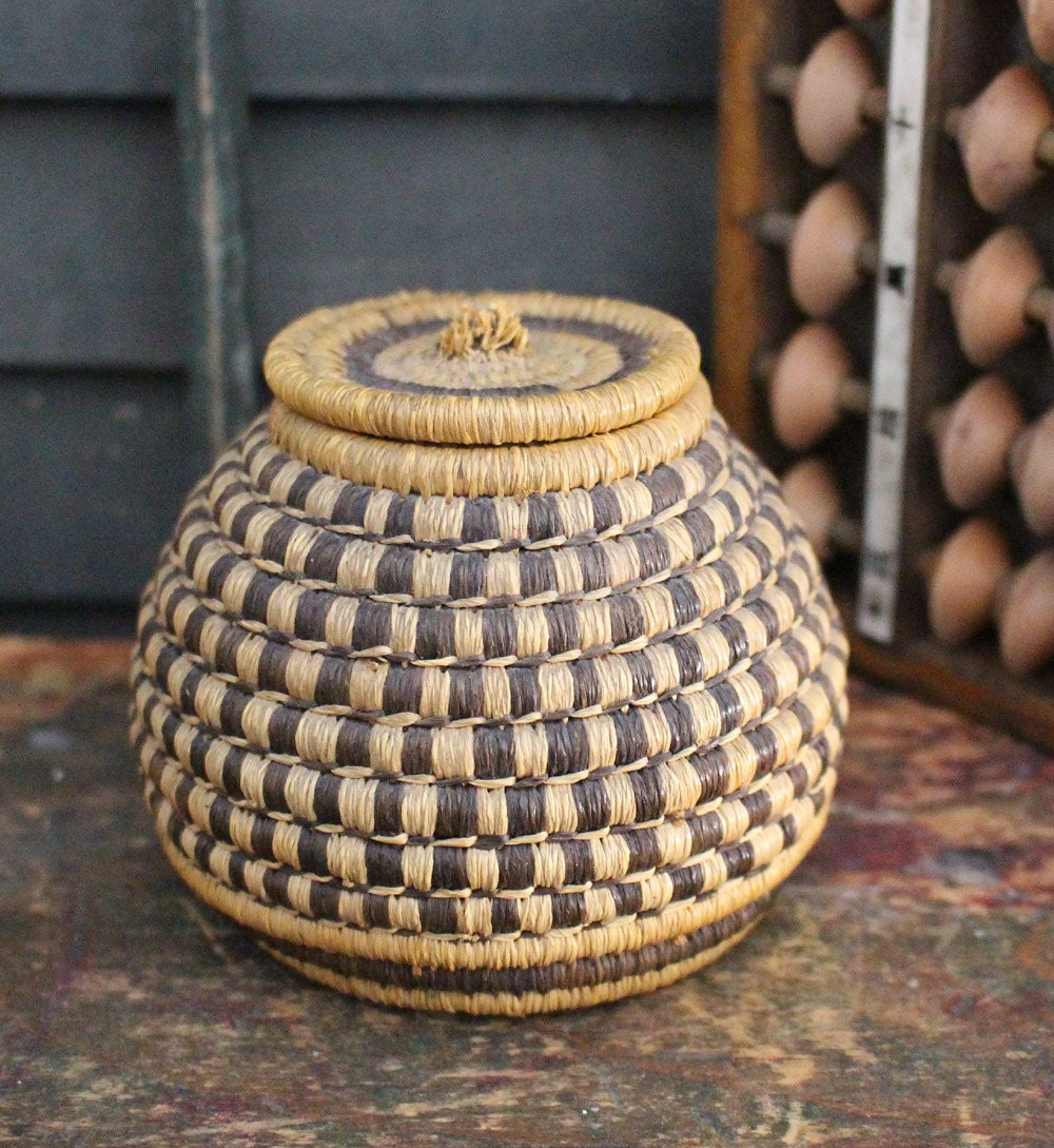 tightly woven ethnic basket with lid small. Black Bedroom Furniture Sets. Home Design Ideas