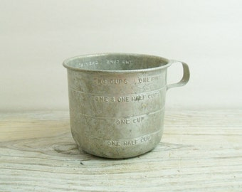 Vintage Aluminum Measuring Cup US Standard 2 Cup One Pint Made in USA 1950s
