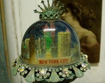 Vintage New York Liberty statue snow globe