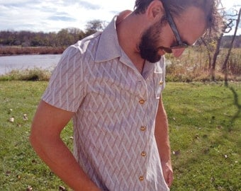 Vintage 1970s Tan and White Criss-Cross Pattern Bowling Shirt