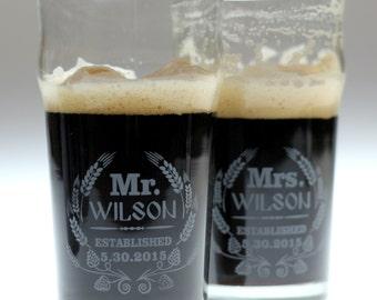Wedding gift of  beer glass set using Modern hop and wheat art,wedding gift,newlywed,house warming,christmas,anniversary
