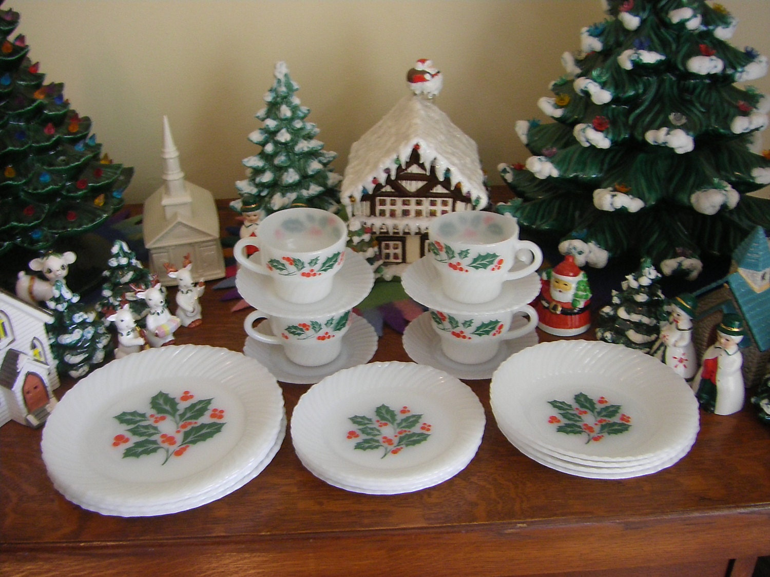 Termocrisa holly berry milk glass set of christmas dishes