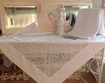 Elegant chantilly lace tablecloths