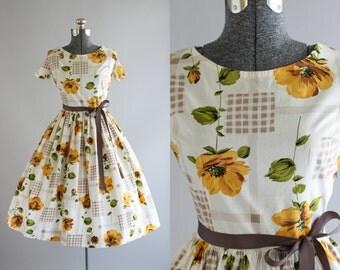 Vintage 1950s Dress / 50s Cotton Dress / Orange and Green Floral Print Dress w/ Full Skirt M