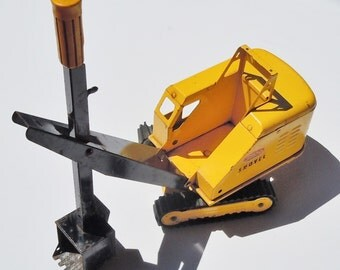 Tonka Truck / ShovelTruck / Original Played with Condition / Works well / Original rubber treads