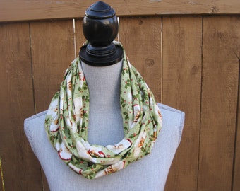 Fabric scarf, Infinity scarf, tube scarf, eternity scarf, Christmas scarf, Christmas, Santa, Vintage Santa, Holiday scarf, Green scarf,