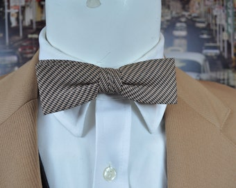 Vintage Bow Tie made in 1950's by EVERGRIP Stylish Black & Camel Silk Herribone Fabric Clean Crisp Look of Retro Fashion