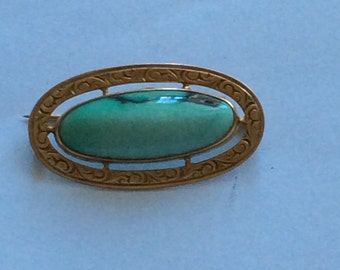10ct gold and green agate brooch pin