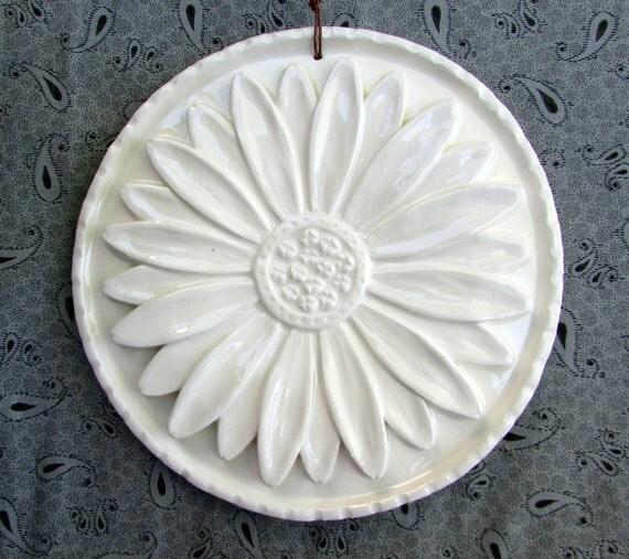 Ceramic Daisy Medallion -- Relief Flower Art Tile in Ivory Belleek Glaze, Floral Decorative tile