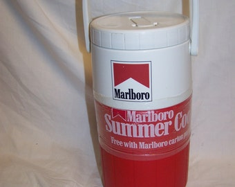 Vintage NEW IN Wrapper MARLBORO Phillip Morris Coleman 5590 1/2 Gallon Cooler Jug 1990