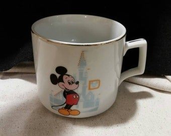 Walt Disney world Mickey Mouse coffee mug, white with gold trim