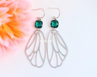 Emerald green Butterfly earrings in silver, Wing earrings, Emerald green earrings, Bridesmaid jewelry, Everyday earrings, Wedding earrings