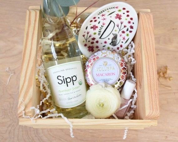 Wedding Gift Basket Items : Engagement Gift-Bridal Gift Basket