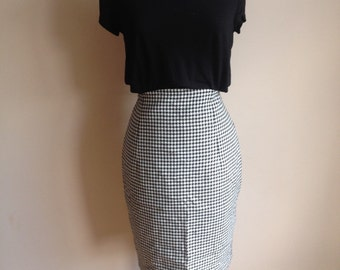Vintage 1980's Black and White Check Pencil Skirt Wiggle Skirt with Arched Hemline