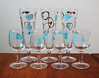Set of 7 Vintage Federal Glass Amoeba Barware, Pilsner and Wine glasses, 'Boomerang', Turquoise and Gold circa 1950s