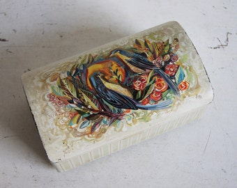 Vintage biscuit tin with two birds and flowers.