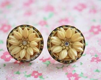 vintage screw back flower earrings