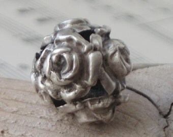 Silver Roses Antique Hatpin  . c1890/1910 Roses Hatpin . Victorian . Silver Ball Roses Hatpin . Edwardian .