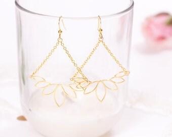 Earrings gold leaves