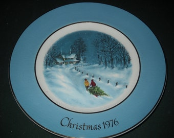 Avon Collectible Christmas Plate - 1976 - Bringing Home the Tree
