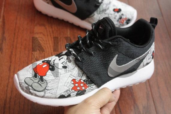 viebl Nike Roshe Run Black Vintage Comic Mickey Minnie V5 by NYCustoms