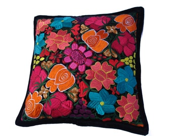 Cushion 100% Mexican black / covered with embroidered flowers in Mexico / decoration
