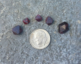 Spinel specimens from Tanzania, spinel crystals, raw spinel.