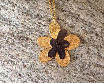Marguerite necklace
