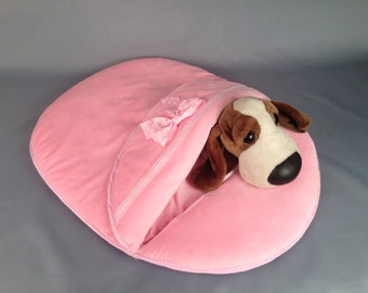 pink lounger for dogs and cats. lounger envelope for animals.