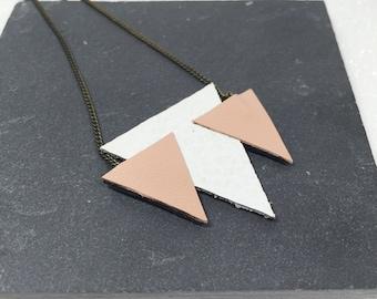 """Neckline """"Gastine"""" white pink leather triangles"""