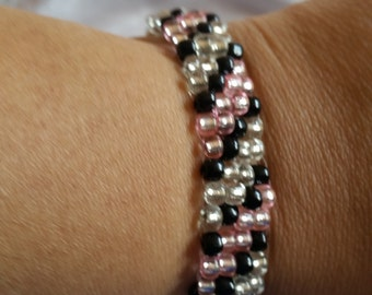 BRACELET- beaded; pink, black, shiny, adjustable, lobster clasp, chain