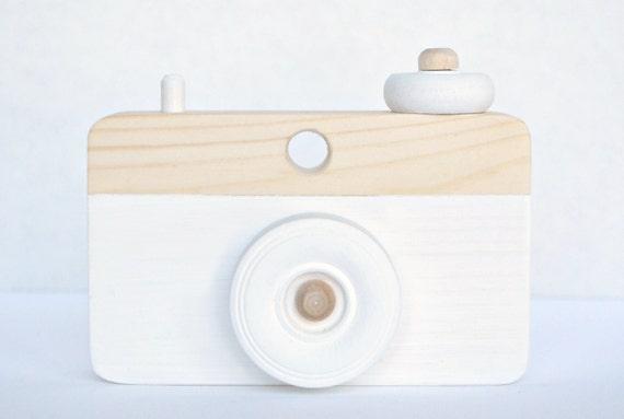 appareil photo jouet en bois jouets en bois baby shower. Black Bedroom Furniture Sets. Home Design Ideas