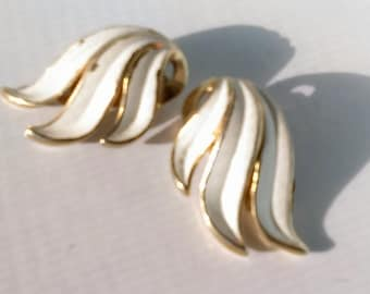 Vintage White & Gold-tone Clip on Earrings