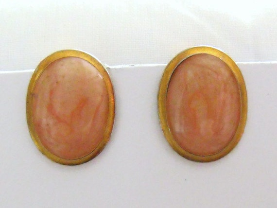 vintage gold tone rose quartz coloured stone, oval shaped clip on earrings, retro costume jewellery