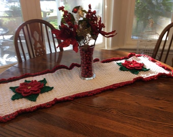 Poinsettia Tablerunner