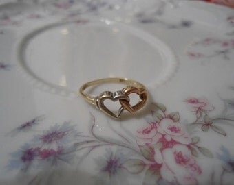 VINTAGE TRI GOLD 10kt Yellow Gold Two Heart Shaped Promise Ring Measuring a Size 7 in Excellent Condition    On Sale