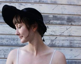 Antique //\\ Black Velvet // Hat
