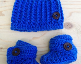 Baby blue hat and booties , wood buttons , 0-3 months