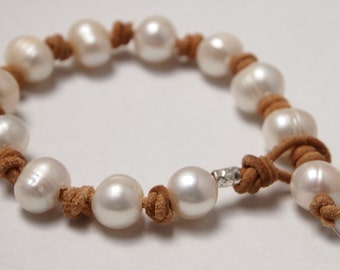 Bracelet in Sterling Silver, 12 mm White Freshwater Pearls and Natural Leather