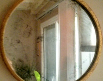 Circular Antiqued Mirror with Gold Frame (Wall Mountable)