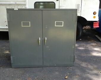 Flat archive storage cabinet