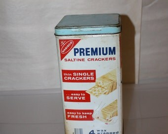 Vintage 1970's Nabisco Cracker Tin, Very Collectible, Unique, Good Shape, Home Decoration, w Lid in Good Condition, Use it For Storage, NICE