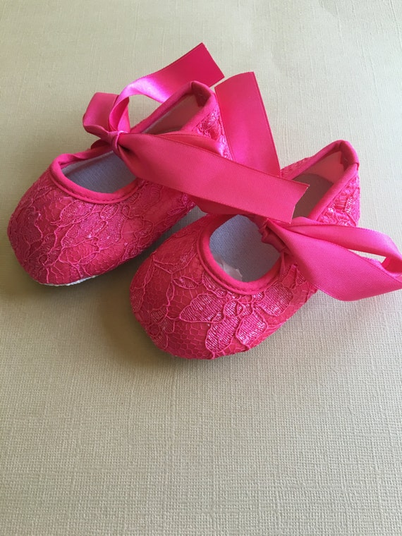 pink lace crib shoe with pink satin bow tie